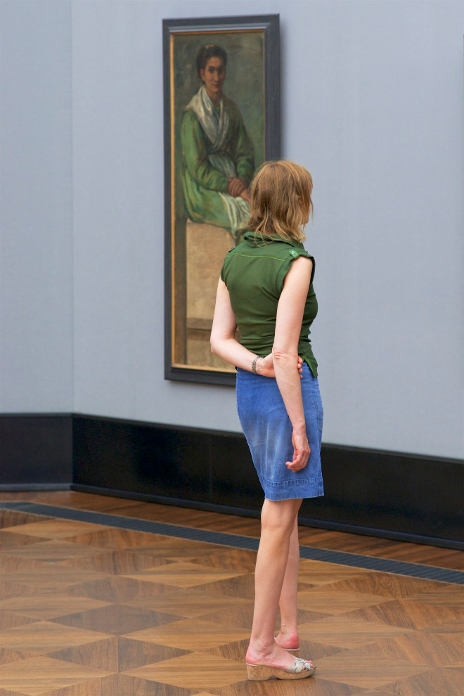 Outfit perfectly matching the painting in an art museum.