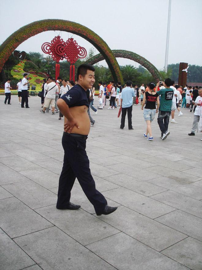 Beijing bikini aka Chinese shirt roller.