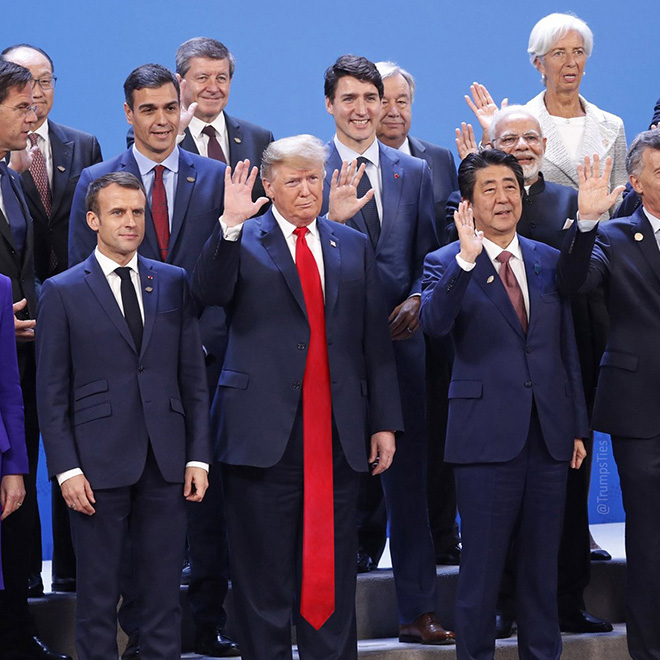 People are photoshopping Trump with extremely long tie to annoy the president.