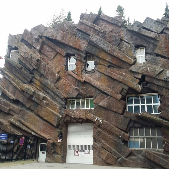 Would you like to live in such an ugly house?