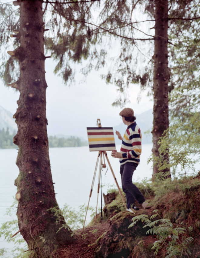 This artist travels around just to paint the pattern of his own shirt.