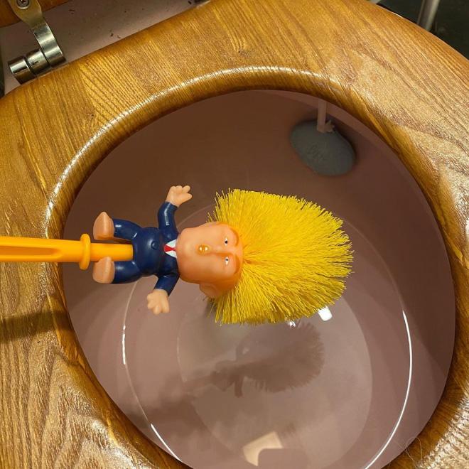 Trump toilet brush.