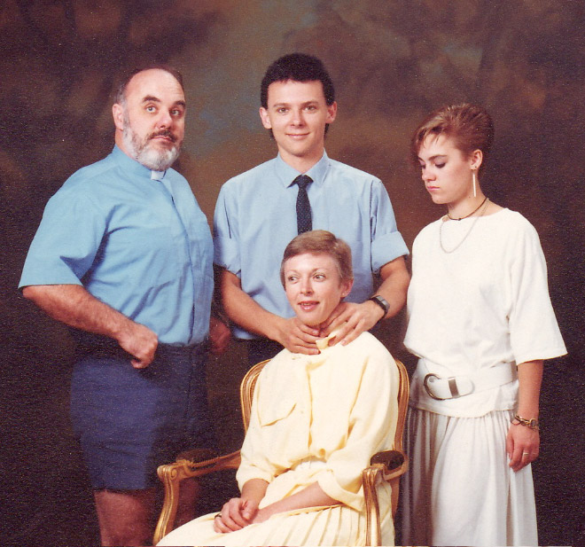 Some people have really weird family photos...