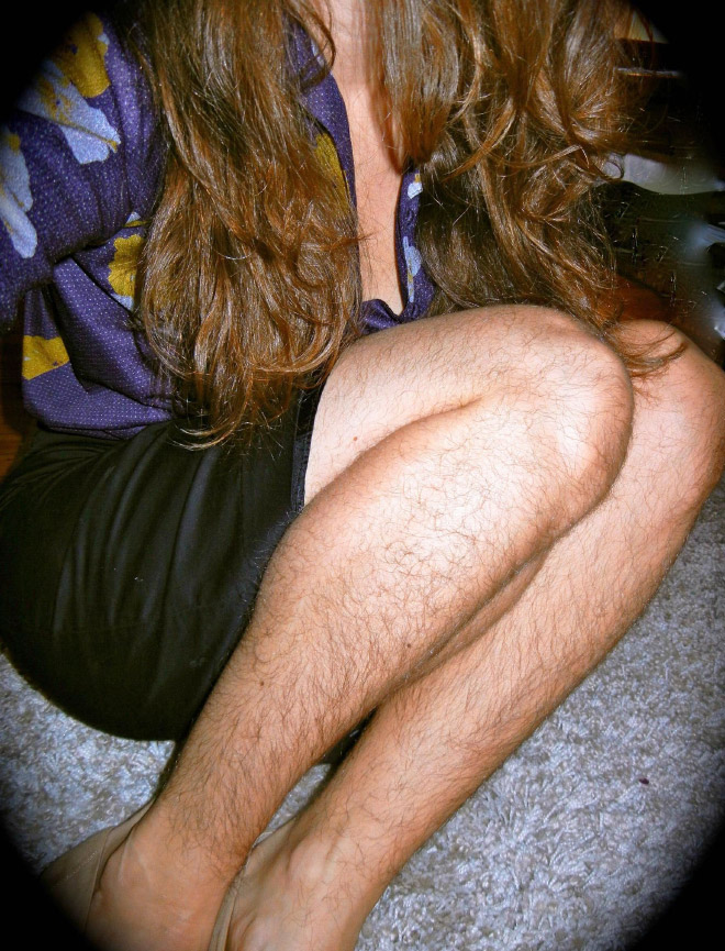 Girls with hairy legs is a real Instagram beauty trend.